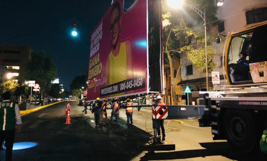 INVEA retira cuatro anuncios en Avenida Revolucion