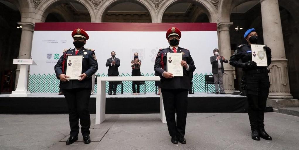Reconoce Claudia Sheinbaum con ascensos a mil 571 mujeres policias capitalinas por sus labores de seguridad