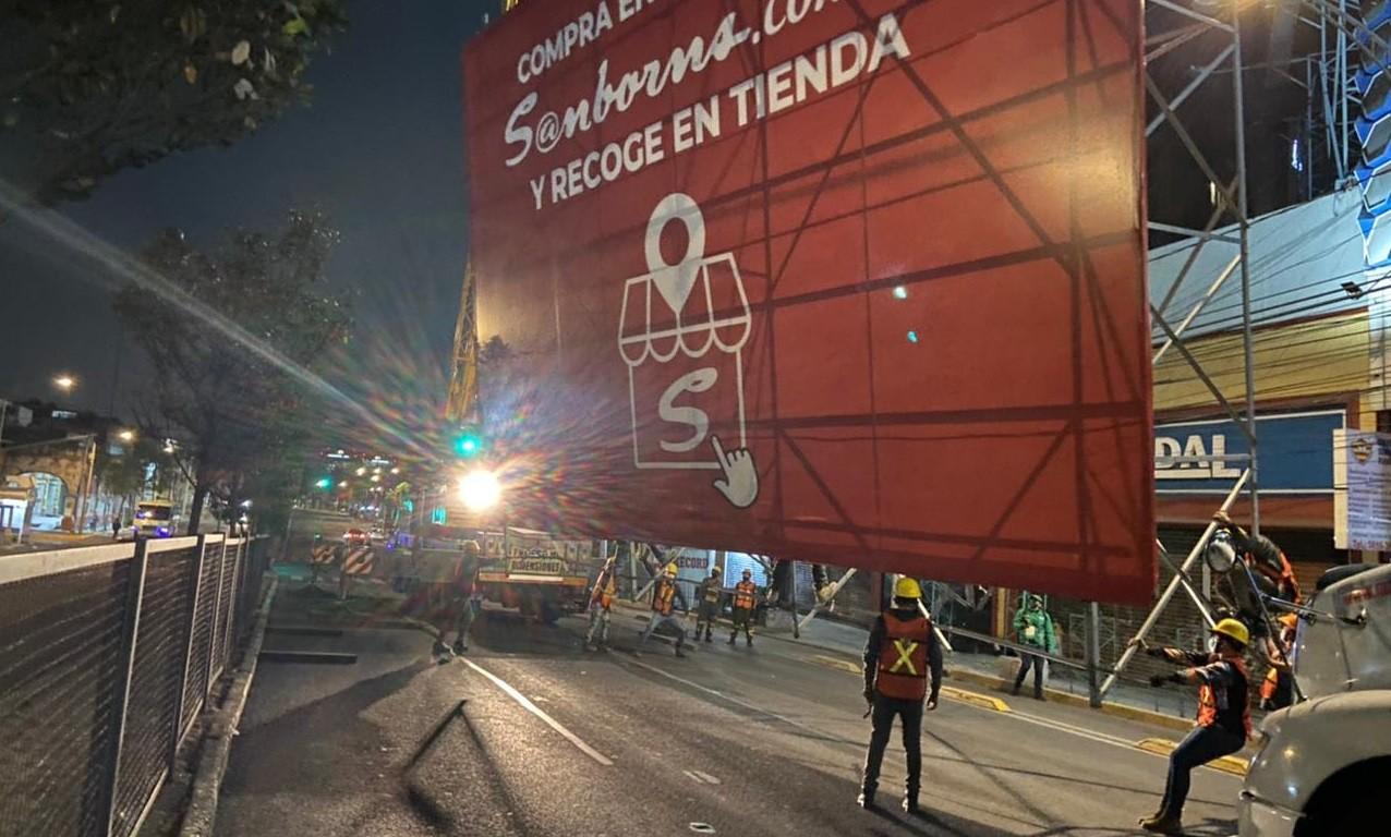 Retira INVEA tres anuncios en Avenida Revolucion