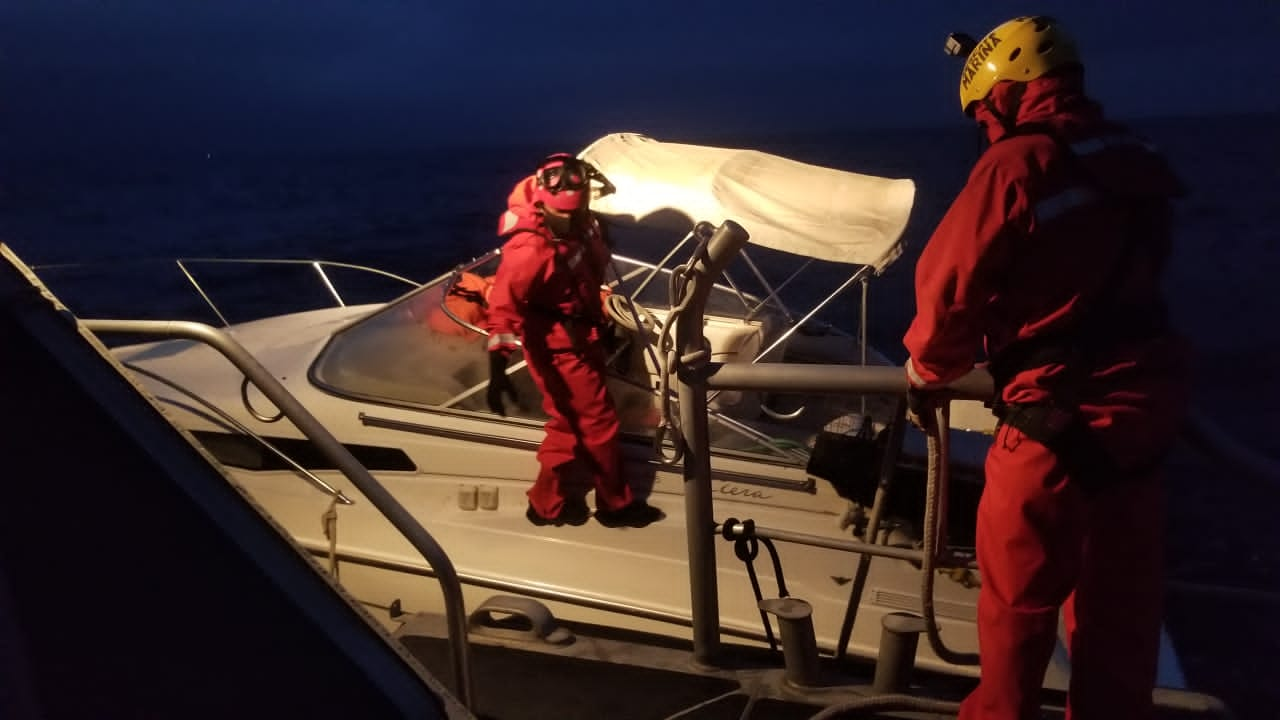 Personal Naval rescata a 16 personas a bordo de dos embarcaciones menores que se encontraban a la deriva en Baja California