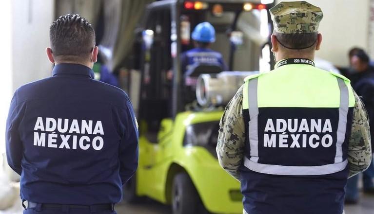 Con ayuda de binomio canino Aduanas y Marina Armada de Mexico decomisan 1190 kilogramos de cocaina en AICM