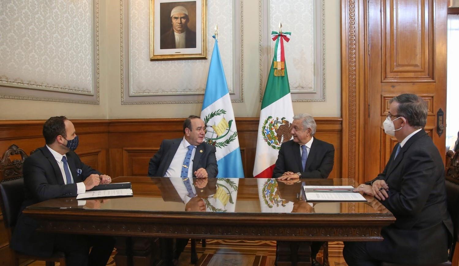 Firman carta de intencion para implementar Jovenes Construyendo el Futuro y Sembrando Vida en Guatemala