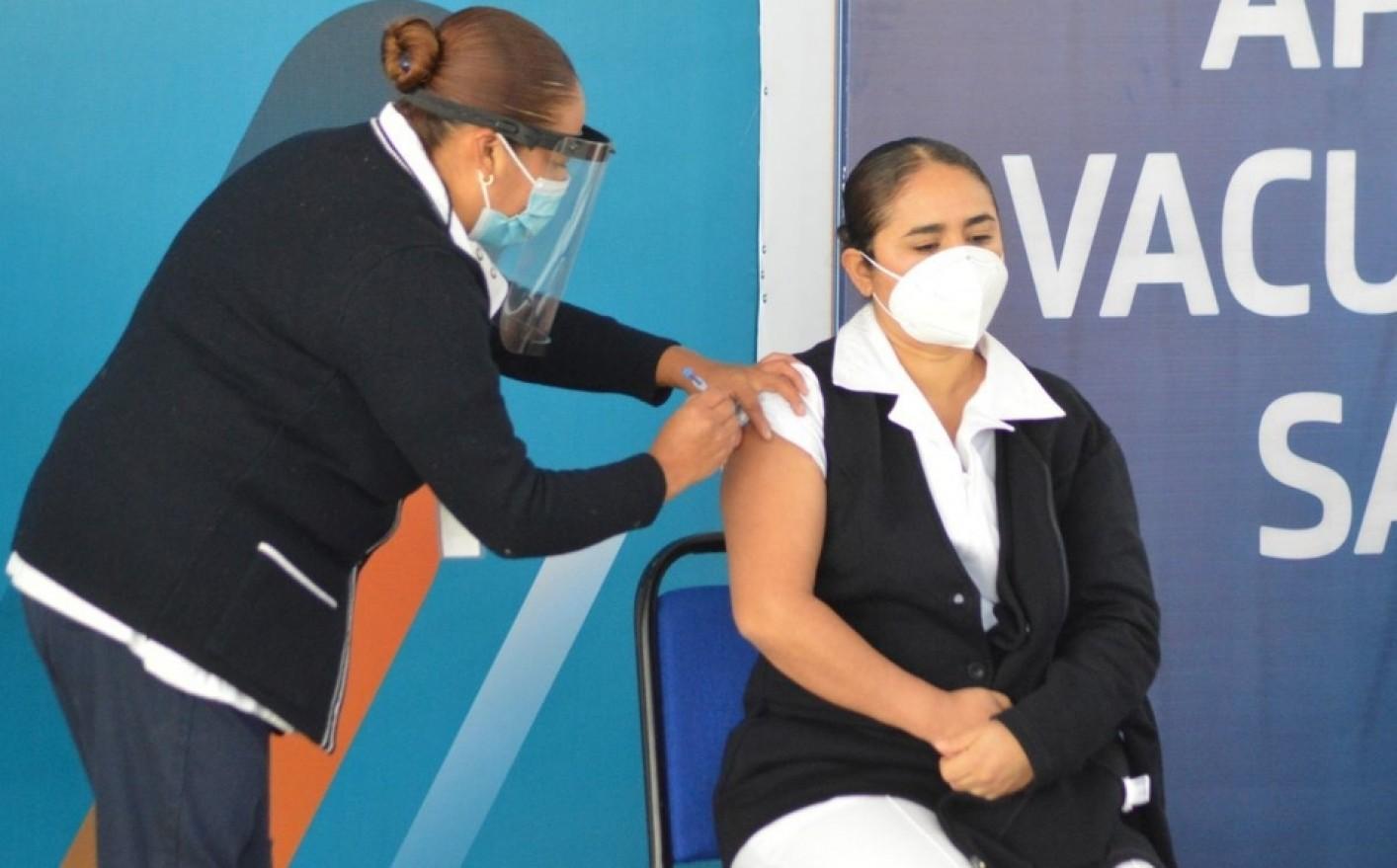 Reconoce Educacion avances en la vacunacion a maestras y maestros en el estado de Sonora