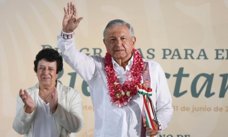 Lopez Obrador pronostica nuevo record en remesas habra caminos a todas las cabeceras municipales de