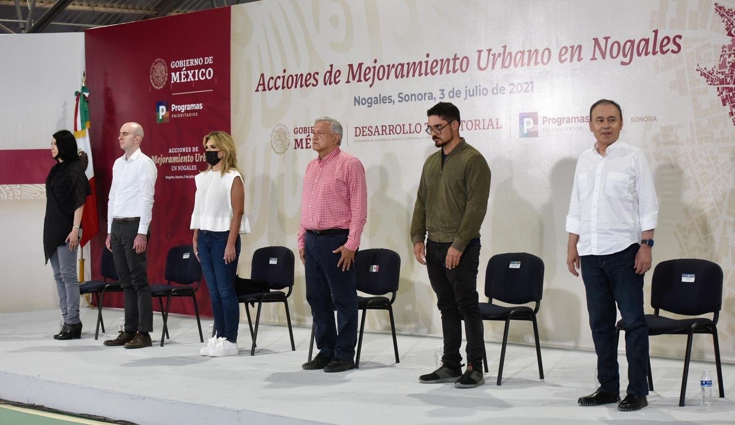 Lopez Obrador garantiza presupuesto para programas sociales entrega obras de mejoramiento urbano en Nogales