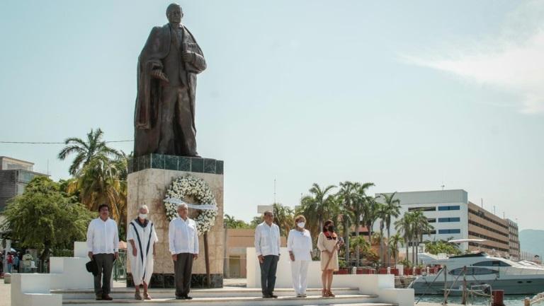 Lopez Obrador rinde homenaje a Benito Juarez Garcia en 149 Aniversario Luctuoso