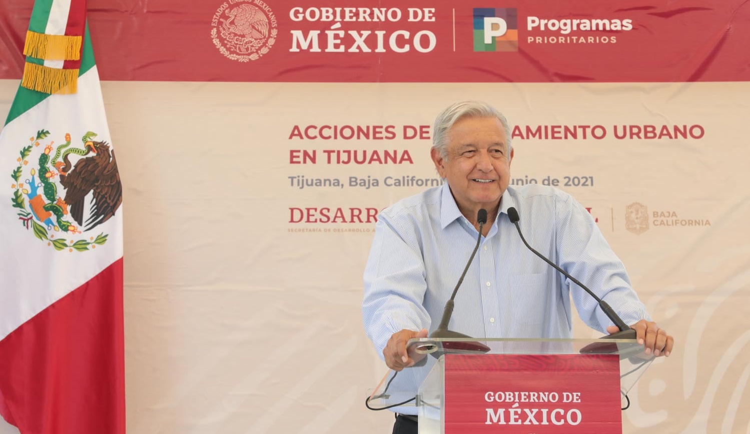 Lopez Obrador se compromete a liquidar adeudos de salarios a maestros en BC se buscaran mecanismos para regularizar autos chocolate anuncia