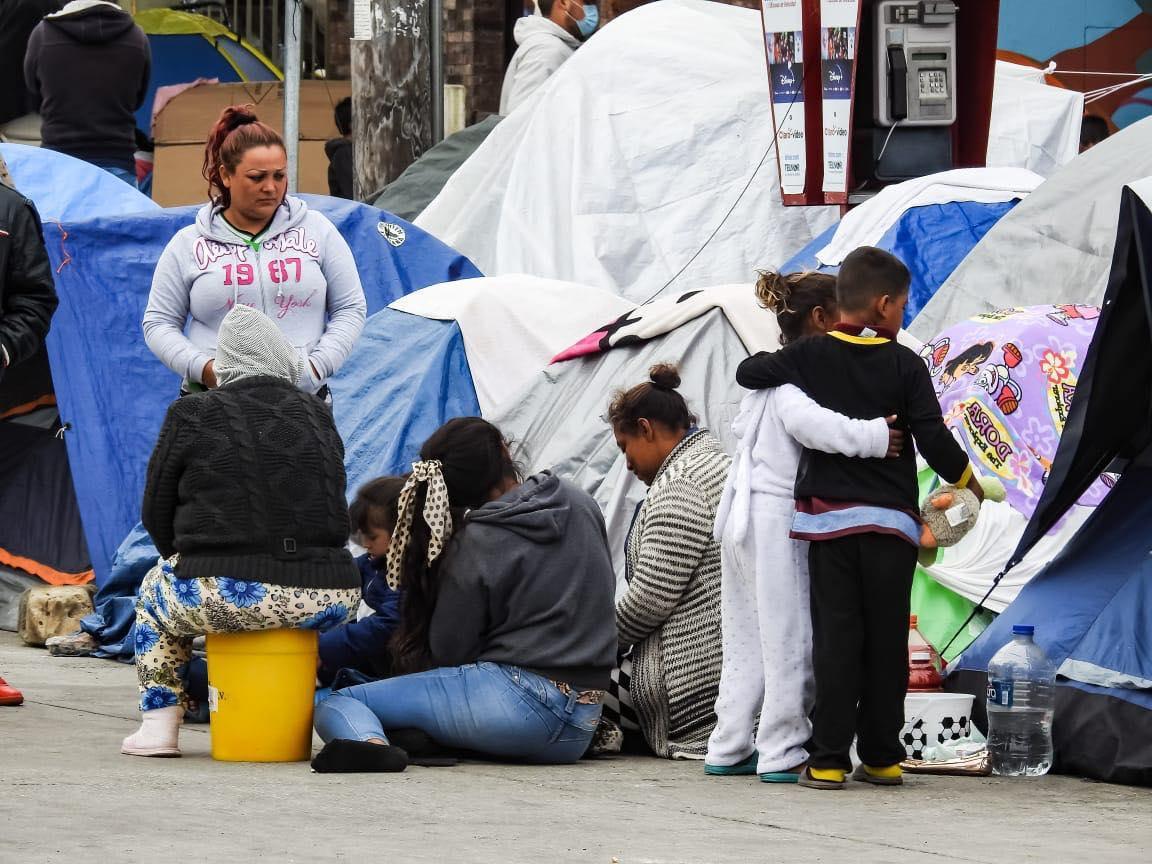 Supervisa comisionado del INM asistencia humanitaria a personas migrantes en campamento El Chaparral